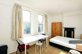Studio flat in Holloway Road, London, N7 (#1055113)