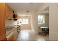 * A STUNNING 3 DOUBLE HOUSE IN BATTERSEA TO RENT*TWO BATHROOMS*PRIVATE COURTYARD*AVAILABLE 10TH SEP