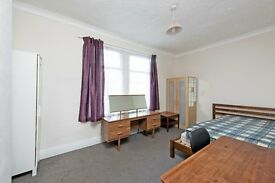 * FOUR BED HOUSE IN TOOTING * GARDEN * FURNISHED * GREAT TRANSPORT LINKS * AVAILABLE NOW * SW17 *