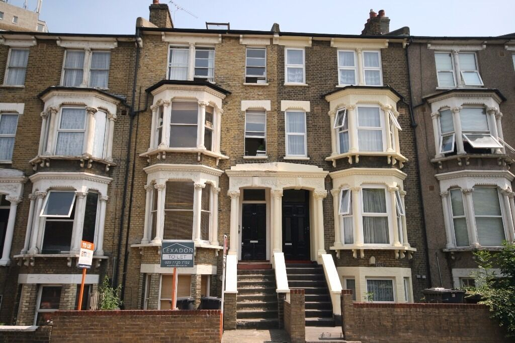 Gorgeous 2 bed flat in Clapham, next to station!