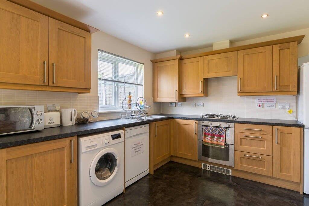 Brand new House, DOUBLE ROOM, Free Wifi, HUGE Lounge/kitchen, £400 +Bills