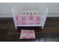 BEAUTIFUL WHITE WOODEN DOLLS COT WITH CUT OUT HEARTS & ACCESSORIES