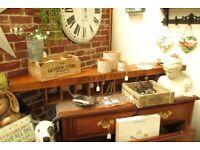 Gins of the World Wooden 10 Bottle Rack/Shelf - NEW