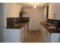 AVAILABLE NOW - BRIGHT & SPACIOUS NEWLY REFURBISHED DOUBLE ROOM WITH ENSUITE R-1