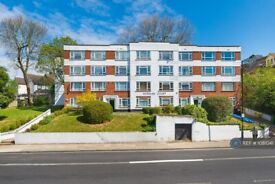 2 bedroom flat in Norman Court, London, SE22 (2 bed) (#1081041)
