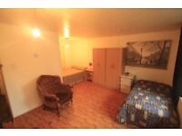 MASSIVE TWIN ROOM IN A FLAT WINTH LIVING ROOM AND GARDEN, 1 MONTH MINIMUM CONTRACT