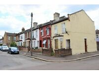 GUIDE PRICE £1450-£1550 PER CALENDAR MONTH is this spacious two double bedroom terraced house, e17