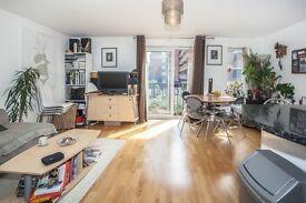 2 bedroom flat in Selby Street, Whitechapel, E1