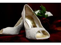 Wedding Shoes - Roland Cartier - size 5 - Ivory