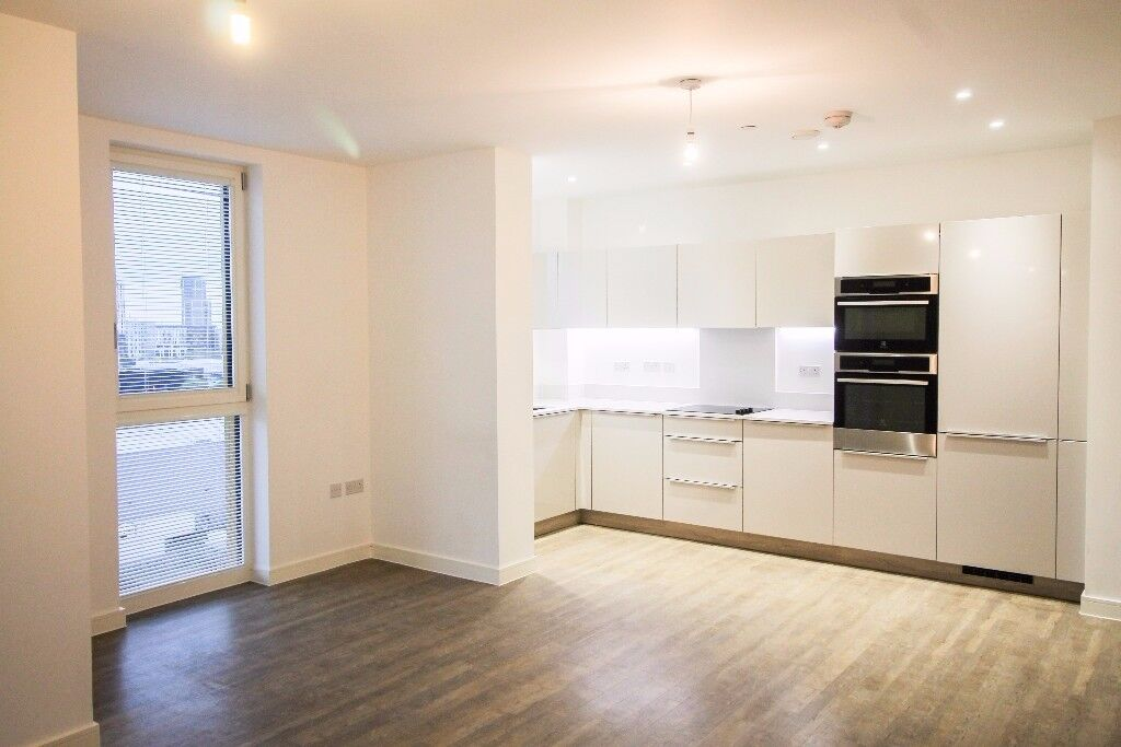 UNFURNISHED 3 bed 2 bath brand new apartment Greenwich SE10 -secure development with concierge JS