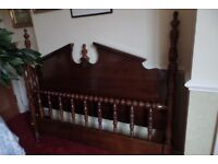 Broyhill American Bedroom Furniture Kingsize bedframe solid wood 40years old and lovely Patina