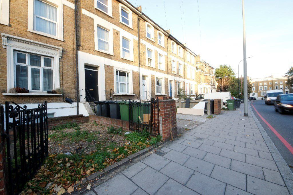 Newly redecorated 2 bedroom flat in New Cross Gate at a fantastic price!