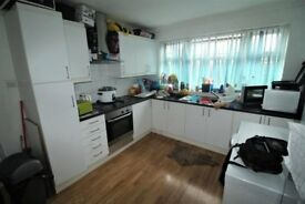 Large Three Bedroom House in Romford. Fully Fitted Separate Kitchen. Private Garden.
