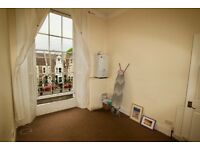 Excellent location off Whiteladies Road. FFF with balcony, 2 bed, parking permit available