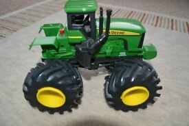 TOMY JOHN DEERE SHAKE & SOUNDS MONSTER TREADS TRACTOR TOY VEHICLE - MODEL 42932 EXCELLENT CONDITION