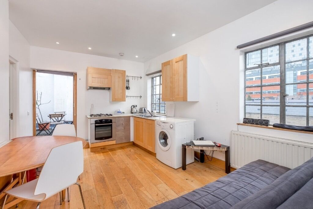 ***TWO BEDROOM apartment in the heart of WHITECHAPEL***private TERRACE***ideal commute***