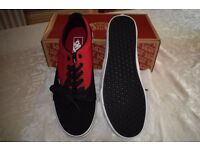 Vans Off The Wall Kress 2 Tone Black / Chillipepper Canvas sneaker. Size 9. Boxed. New