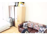 Double room for rent (free on 8/10) - £645 pm - 5 min from Tube station