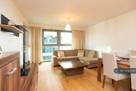 2 bedroom flat in Bridges Court Road, London, SW11 (2 bed) (#1237387)