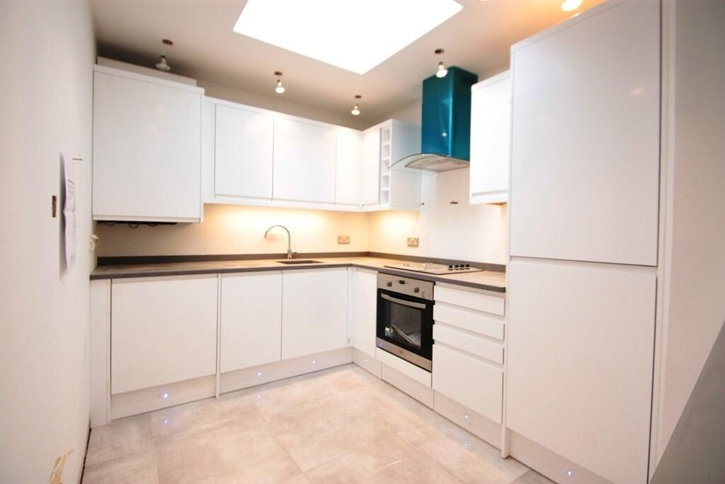 ***NEWLY BUILT THREE DOUBLE BEDROOM FLAT WITH PRIVATE ROOF TERRACE*** ***CLOSE TO TUBE AND RAIL***