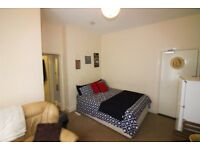 Scott Castle are delighted to offer this self contained first floor studio in Boscombe for £475PCM