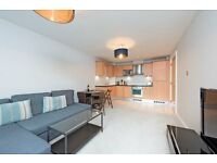 *A MODERN ONE DOUBLE BEDROOM FLAT IN WANDSWORTH*FURNISHED*BALCONY*CENTRAL LOCATION*TUBE 10 MIN WALK*