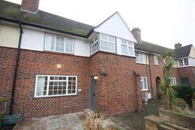 3 bedroom house in Robin Hood Lane, London, SW15