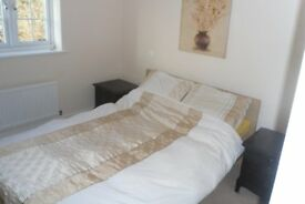 LARGE DOUBLE ROOM TO RENT IN RECENTLY DECORATED MODERN HOUSE IN RUGBY AVAILABLE NOW.