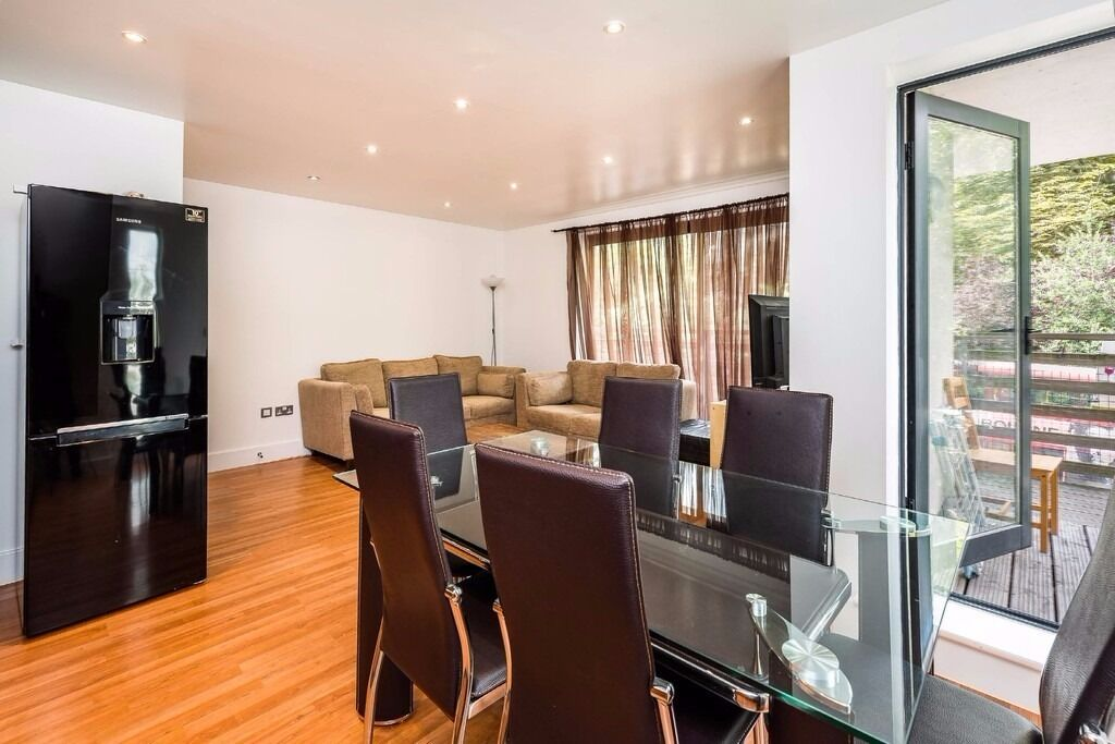 LUXURY 2 BED FURNISH FLAT FOR LONG OR SHORT LET. RENT INCLUDES ALL BILLS AND WIFI