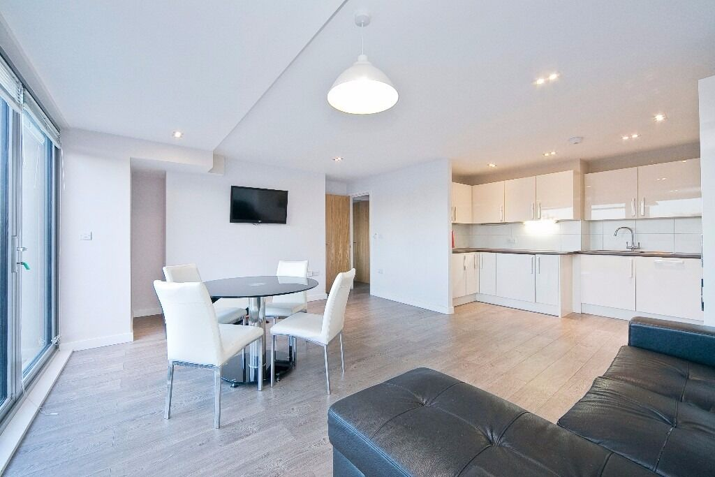IMMACULATE 3 BED APARTMENT WITH BALCONY SET IN A PRIVATE DEVELOPMENT CLOSE TO HOXTON & SHOREDITCH