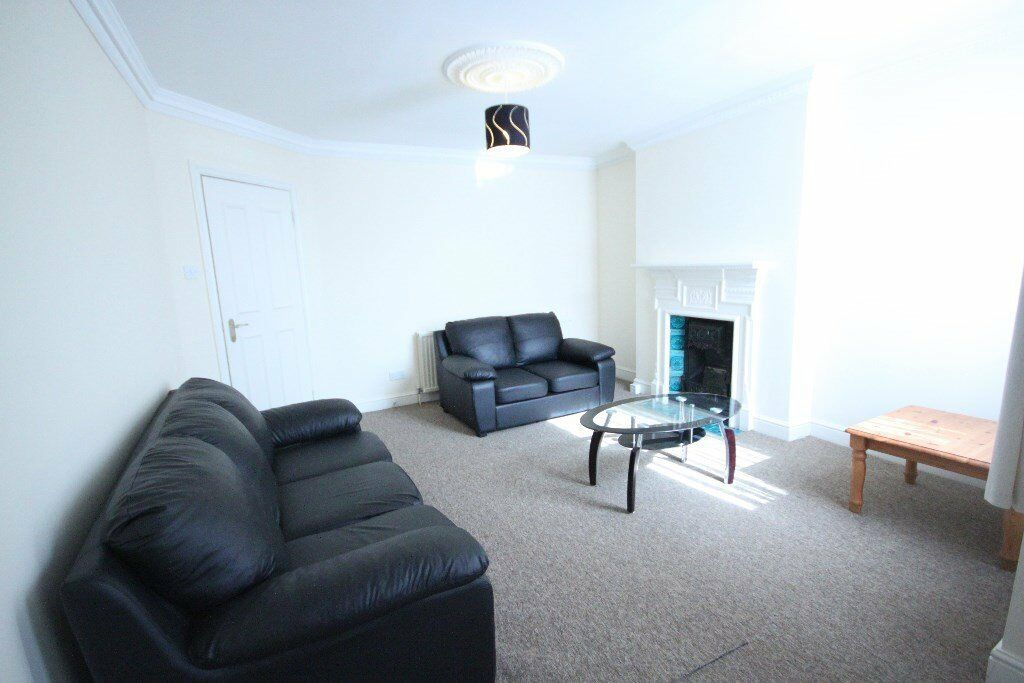 A Massive 2 x bedroom property in Kilburn / Willesden - Available now