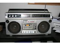 RETRO SANYO STEREO RADIO CASSETTE PLAYER