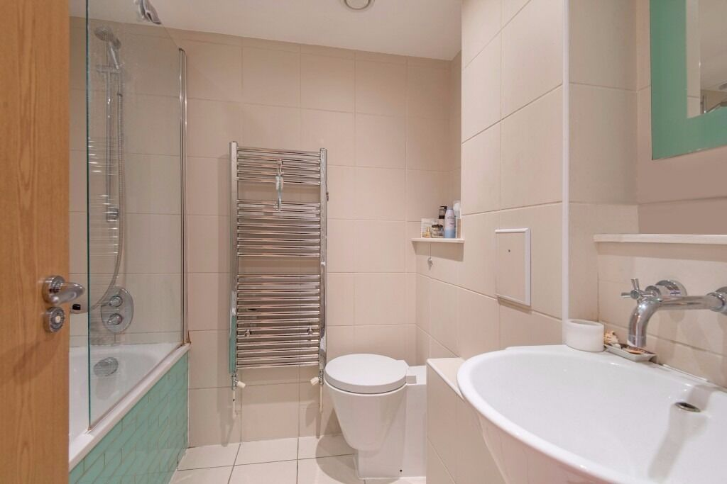 Stunning 3 double bed 3 bathrooms flat located in Kensal Rise open plan kitchen wooden floors