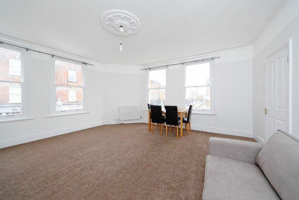 2 Bed Flat, Refurbished on Munster rd, Fulham, SW6 6BA