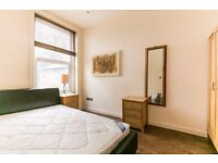 Superb MODERN 2 bed flat in a FANTASTIC location Available NOW!!