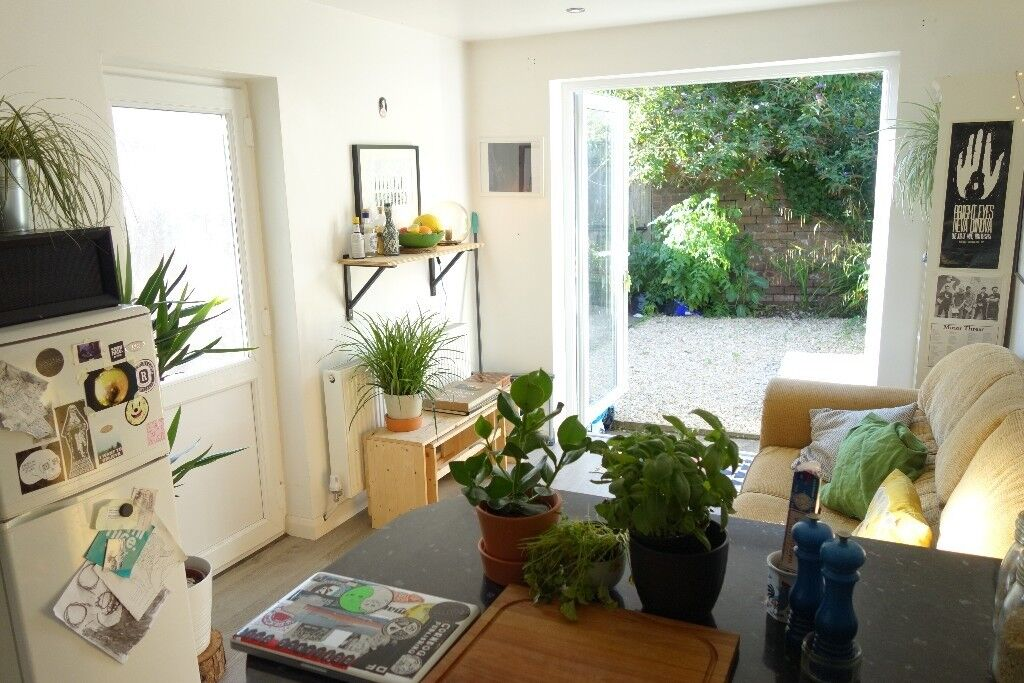 DOUBLE ROOM IN SPACIOUS REDFIELD SHAREHOUSE FROM NOVEMBER