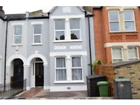 A VERY LARGE 5 BED TERRACED HOUSE WITH GARDEN AT CHARLTON VILLAGE!!!! READY NOW