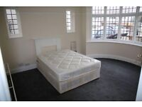Double bed to let in Kingsbury 5 mints walk from station