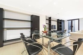 Large Three bedroom flat in Clarendon Road , Nottinghill W11