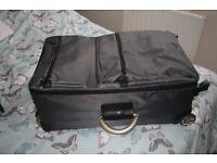 Lightweight medium suitcase