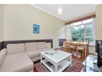 STUNNING THREE BEDROOM APARTMENT - VICTORIAN CONVERSION WITH COMMUNAL GARDEN - IN FINSBURY PARK