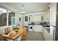 2 bedroom flat in Hendon Lane, Finchley, N3