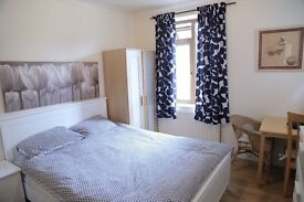 Short Term Double Room 22 Pounds per Night WIFI FREE PARKING . Beckenham Hill, Lower Sydenham
