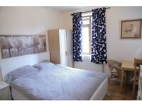 Short Term Double Room 22 Pounds per Night WIFI FREE PARKING . Beckenham Hill, Lower Sydenham