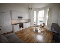 A fabulous 1 bedroom flat to rent in Barons Court, West Kensington, W14