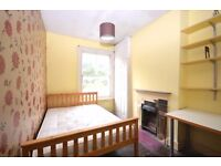 Very spacious double room in a large house