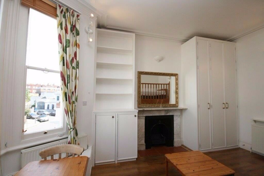 NEW TO THE MARKET! LOVELY LARGE STUDIO FLAT ON PERHAM ROAD!