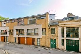 Amazing 4 double bedroom house on private mews in heart of Camden