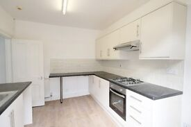 Presenting this four bedroom flat spread over three floors near Farringdon Tube Station