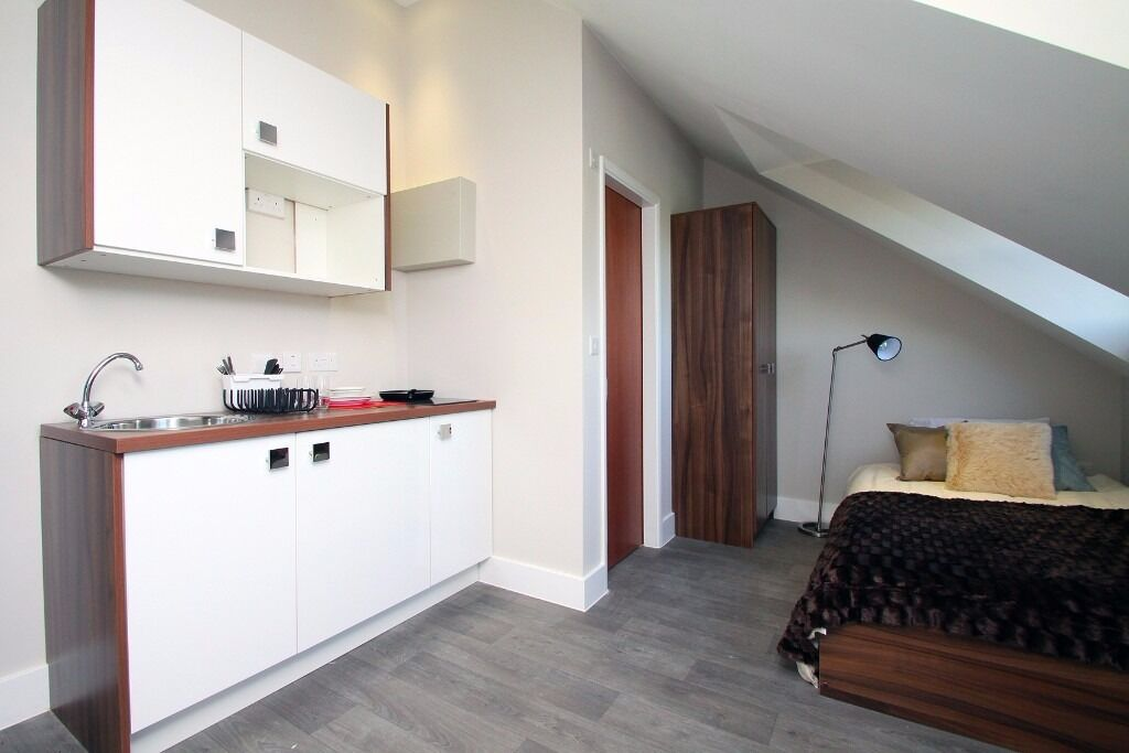 SPACIOUS STUDIO - Camden- including bills, furnished, en-suite, cleaning & linen, wifi